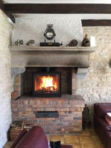 Adaptation d'un poêle à bois dans un foyer ouvert